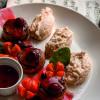 Медальоны из свинины с беконом, ягодным соусом с овощами - гриль или картофельным пюре Филижанка