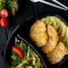 Отбивная из свинины с картофельным пюре и с салатом из сезонных овощей Вареники