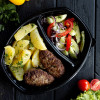 Котлета из телятины с отварным картофелем с маслом и зеленью и с салатом из сезонных овощей Вареники