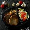 Биф котлета с рисом басмати, овощами и салатом из сезонных овощей Dinapoli