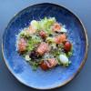 Салат с лососем и апельсиново-горчичной заправкой  LeRoi