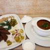 Борщ с мясом и фасолью с чесночными гренками и салом Lunch Cafe (Ланч Кафе)