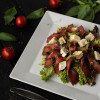 Салат с вяленой телятиной и сыром рокфор Dinapoli