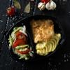 Свинина в сливочном соусе, картофельным пюре и салатом из сезонных овощей Dinapoli