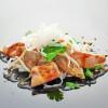 Яичная /рисовая лапша с курицей и овощами UMAMI