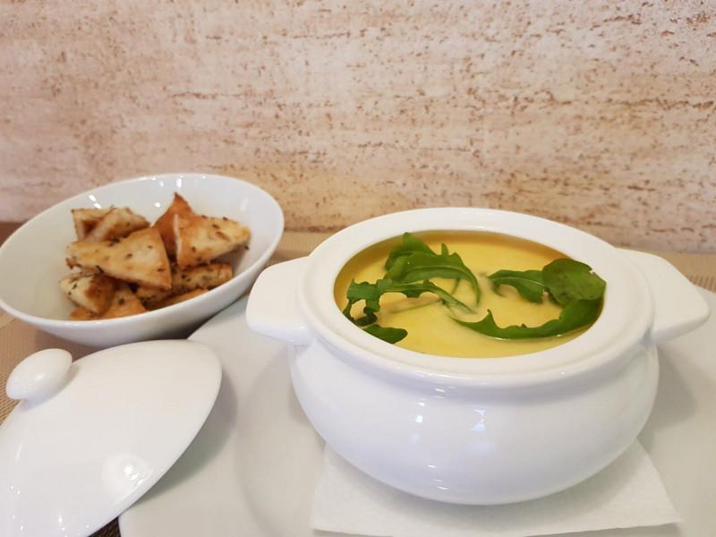 Крем-суп сырный с куриным филе и хрустящими крутонами Lunch Cafe (Ланч Кафе)