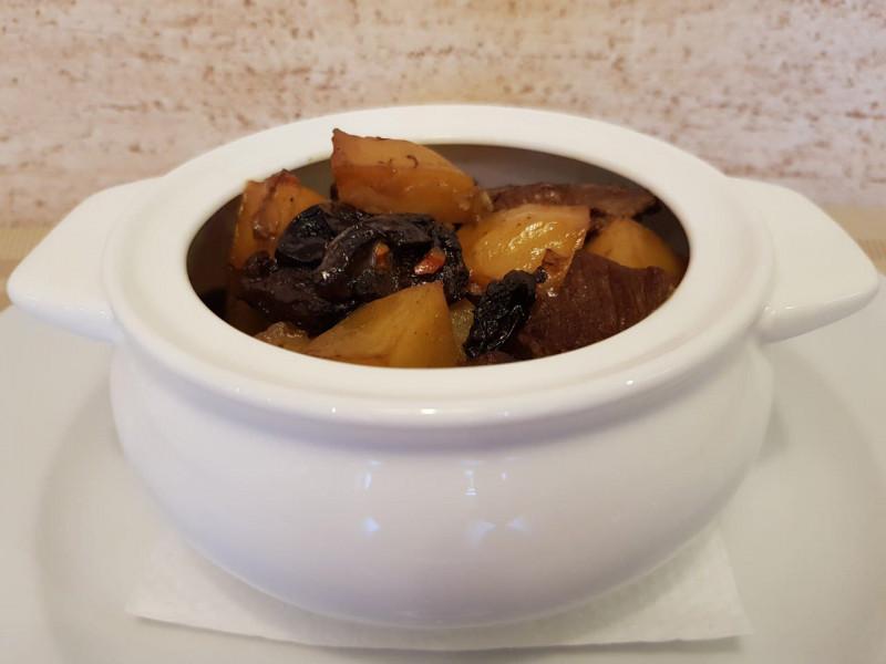 Жаркое из говядины с черносливом Lunch Cafe (Ланч Кафе)