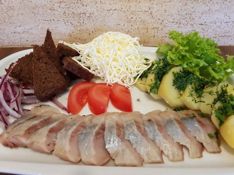 Закуска из сельди Lunch Cafe (Ланч Кафе)