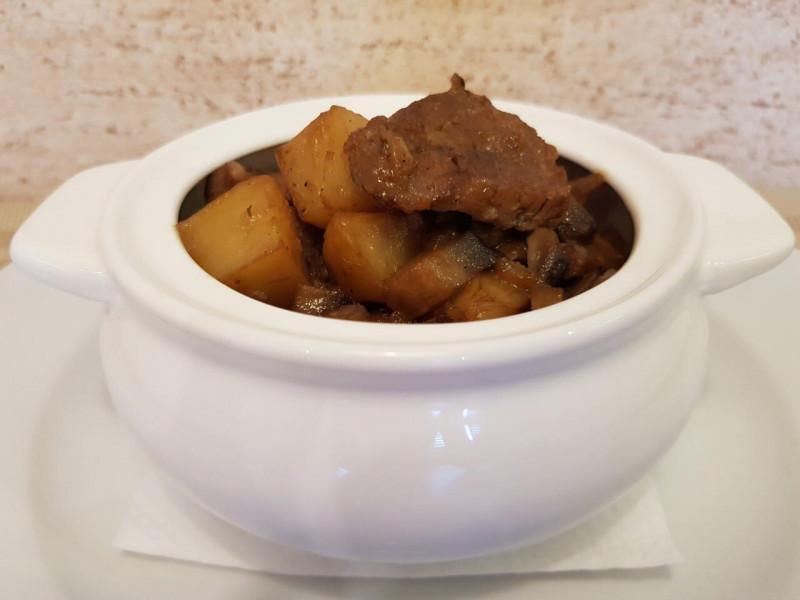 Жаркое из свинины с грибами  Lunch Cafe (Ланч Кафе)