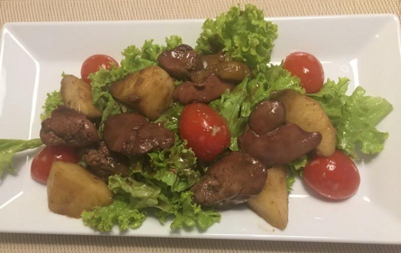 Салат с карамелизированной печенью Lunch Cafe (Ланч Кафе)