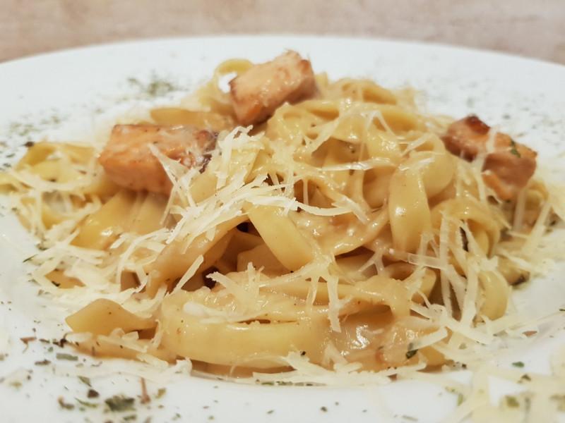 Паста с семгой в сливочном соусе Lunch Cafe (Ланч Кафе)