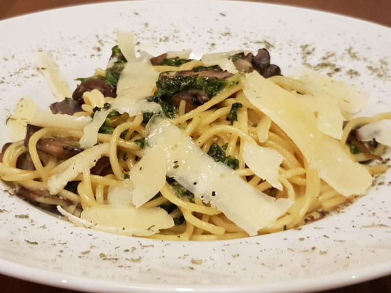 Паста со шпинатно-грибным соусом Lunch Cafe (Ланч Кафе)