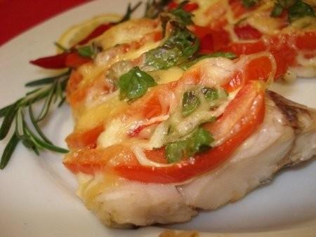 Судак запеченный с томатами и сыром Кумир
