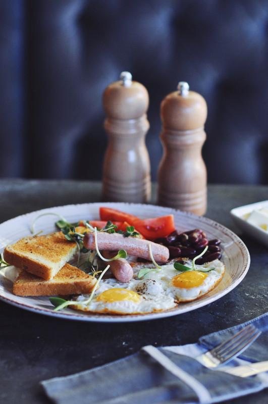 Английский завтрак Moon Cafe