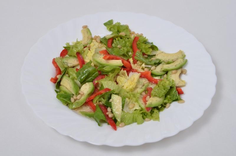 Микс-салат с кедровыми орешками Кумир