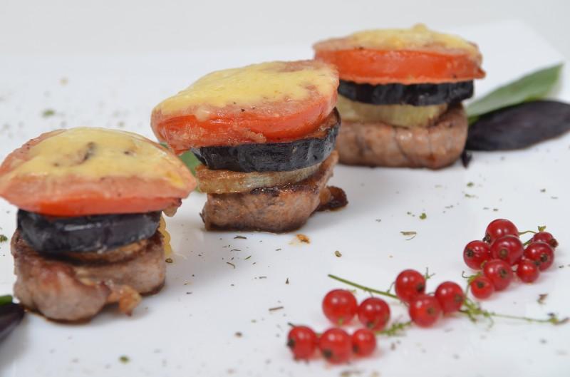 Свинина с баклажанами и томатами Кумир